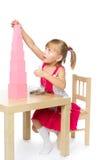 Mädchen in Montessori-Kindergarten lizenzfreie stockfotografie