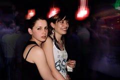 Mädchen nah heraus partying lizenzfreie stockbilder