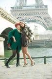 Mädchen in Paris stockbilder