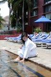 Mädchen am Pool Lizenzfreie Stockbilder
