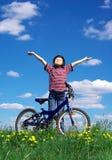 Mädchen-Radfahren Stockfotos