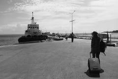Mädchen ` s Foto an Siquijor-Hafen Stockbild