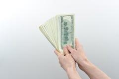 Mädchen sagte 10000 Dollar in der Hand Stockbild