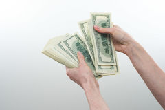 Mädchen sagte 10000 Dollar in der Hand Lizenzfreie Stockbilder