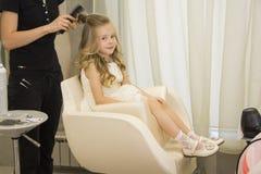 Mädchen am Schönheitssalon Lizenzfreies Stockfoto