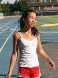 Mädchen am Schulestadion stockbilder