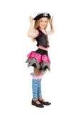 Mädchen sieben Jahre alt, einen Piratenkostümkarneval tragend Stockbilder