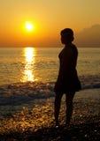 Mädchen am Sonnenuntergang Stockbild