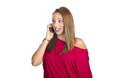 Mädchen spricht durch Handy Stockbild