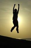 Mädchen-springendes Schattenbild Stockfoto