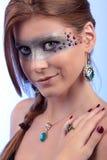 Mädchen-Türkis-Topasedelstein-Halskettenohrring Stockfotos