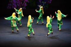 Mädchen tanzen am Konzert Gennady Ledyakh der Schule Lizenzfreie Stockbilder