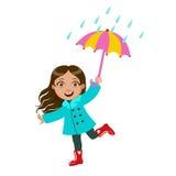 Mädchen-Tanzen unter Regentropfen mit Regenschirm, Kind in Regen Autumn Clothes In Fall Seasons Enjoyingn und regnerischem Wetter Lizenzfreie Stockbilder