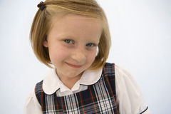Mädchen-tragende Schuluniform Lizenzfreies Stockbild