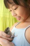 Mädchen u. Hamster Stockfoto