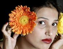 Mädchen und Blumen Stockfoto