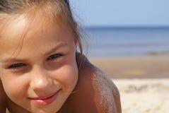 Mädchen und das Meer lizenzfreie stockfotografie