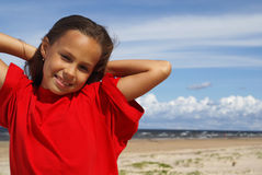 Mädchen und das Meer Lizenzfreie Stockbilder