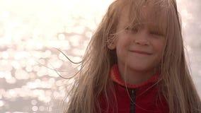 Mädchen und das Meer stock footage