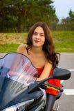 Mädchen und ein Motorrad Stockfotos
