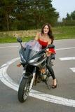Mädchen und ein Motorrad Stockfoto