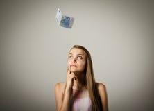 Mädchen und Euro zwanzig Lizenzfreie Stockfotos