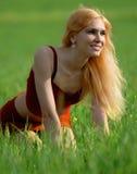 Mädchen und Feld Stockfotografie