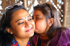 Mädchen- und Frauenlächeln Stockfotos