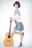 Mädchen und Gitarre Lizenzfreie Stockfotos