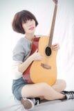 Mädchen und Gitarre Lizenzfreies Stockbild