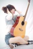 Mädchen und Gitarre Lizenzfreie Stockfotografie