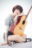 Mädchen und Gitarre Stockfotografie