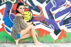 Mädchen und Graffiti Stockfotografie