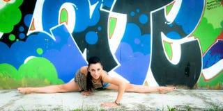 Mädchen und Graffiti Lizenzfreies Stockbild