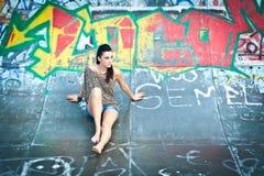 Mädchen und Graffiti Stockfoto