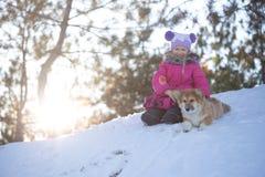 Mädchen und Hund Stockfotos