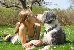 Mädchen und Hund Stockbild