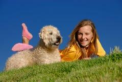 Mädchen und Hund Stockbilder
