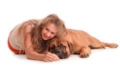 Mädchen und Hundbullmastiff Stockbild