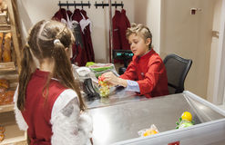 Mädchen und Junge an der Prüfung Lizenzfreies Stockfoto
