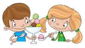 Mädchen und Junge mit Eiscreme Lizenzfreie Stockbilder