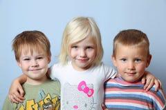 Mädchen und Jungen Lizenzfreie Stockfotos