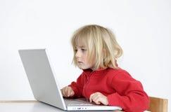Mädchen und Laptop Stockfotos