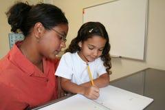 Mädchen und Lehrer Stockfotos