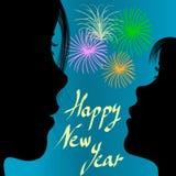 Mädchen und Mama, die Feuerwerke im neuen Jahr betrachten Stockfoto