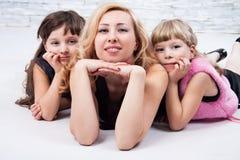 Mädchen und Mama Lizenzfreies Stockfoto