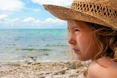 Mädchen und Meer Stockfotos