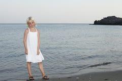Mädchen und Meer Stockbild