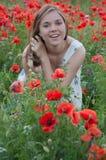 Mädchen und Mohnblumen Lizenzfreie Stockbilder