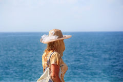 Mädchen und Ozean Stockfotos